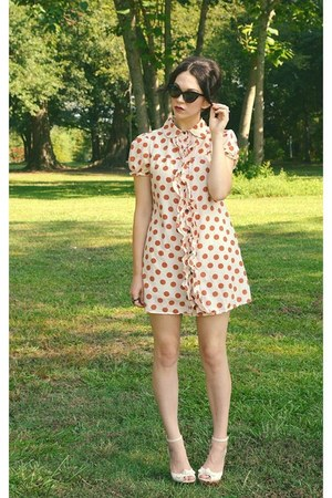 tawny dress - black cat eye cutie sunglasses - eggshell floral wedges