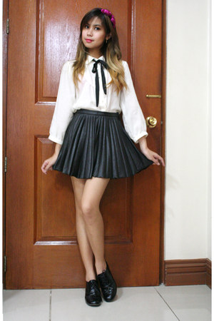 black faux leather H&M skirt - white from japan blouse