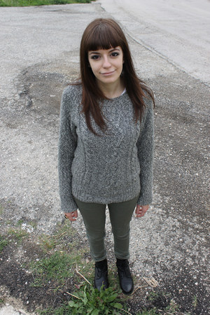 heather gray Bershka sweater - black Deichmann boots