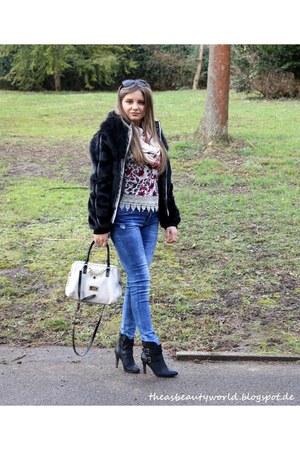 Stradivarius jeans - Guess bag - SOliver heels