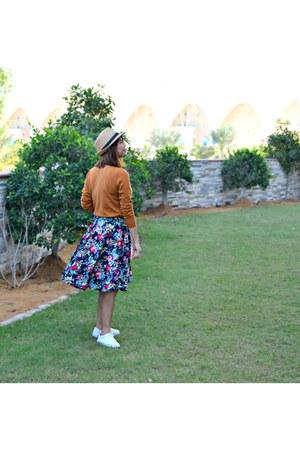 Bershka top - Max hat - Newchic bag - Vans sneakers - Bershka skirt