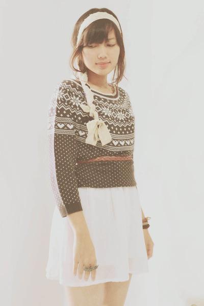 gray knit vintage sweater