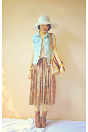 white vintage hat - brown leather bag - cream vintage vest