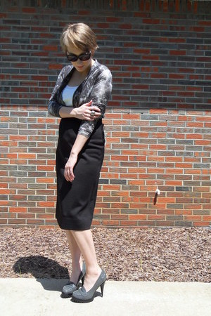 Theory sunglasses - patent leather KORS heels - cotton tank JCrew t-shirt - wrap