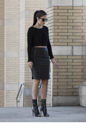 perforated danier skirt - cropped le chateau sweater