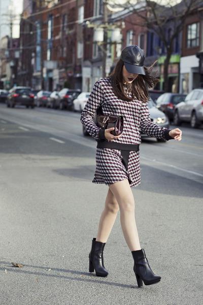 platform Zara boots - faux leather le chateau hat