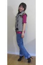 navy love to wear Amarican Eagle jeans - dark brown high Aldo heels - heather gr