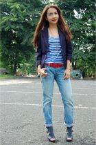 red thrifted belt - blue Parisian shoes - blue Bazaar jeans