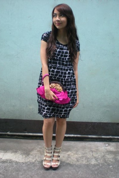 Blanc Et Noir dress - beige michael antonio shoes - pink Aranaz purse