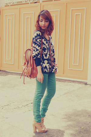 navy sweater - green Zara jeans - brown bag - tan heels