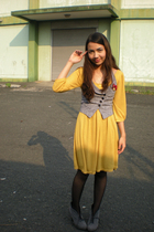 yellow Tomato dress - gray f21 vest - black KT stockings - gray Parisian shoes -