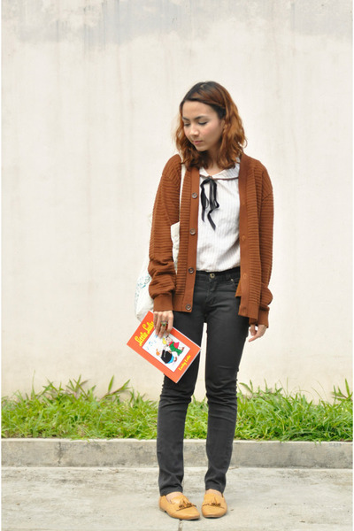 brown vintage cardigan - black jeans - eggshell vintage top - camel loafers