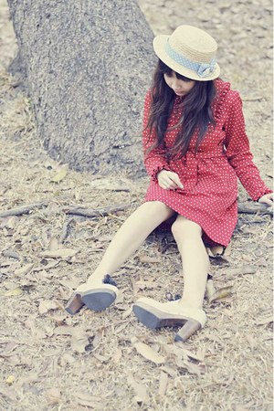 red thrift bar dress - boater hat - Ferretti clogs