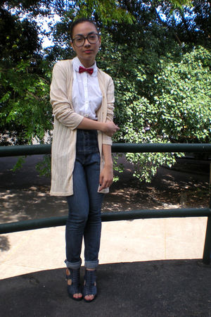 red bow sm kids tie - blue Parisian shoes - high-waisted Topshop jeans