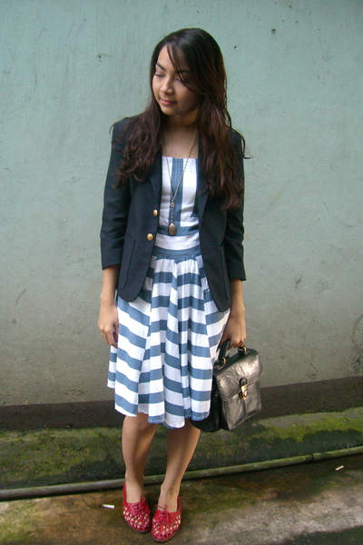 thrifted striped dress - vintage navy blazer - vintage shoes - vintage purse - v