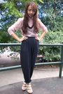 Pink-thrifted-blouse-black-thrifted-pants-beige-michael-antonio