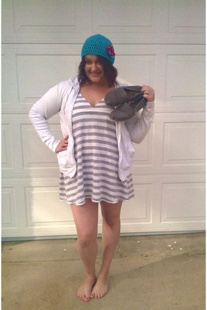 sky blue crocheted Kim White Creations hat - heather gray thrifted dress