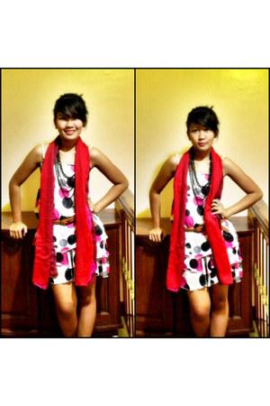 polka dots landmark dress - borrowed from a friend scarf - bag - necklace - tawn
