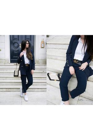 nike sneakers - Gucci belt