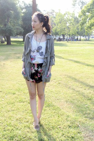 black baggy floral Pink Basis shorts - green ruffle anorak jacket