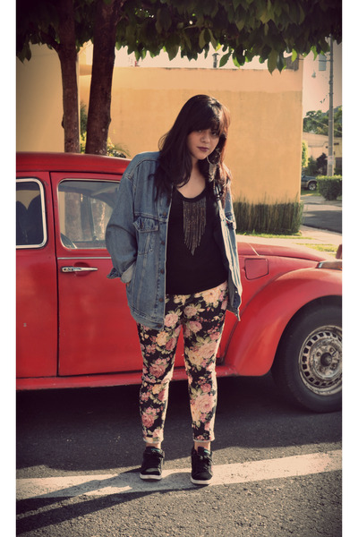 black romwe shirt - coral floral print jeans - light blue Levis jacket
