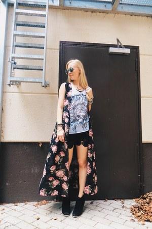 black skulls Love & Pieces bracelet - black crochet lace sammydress shorts