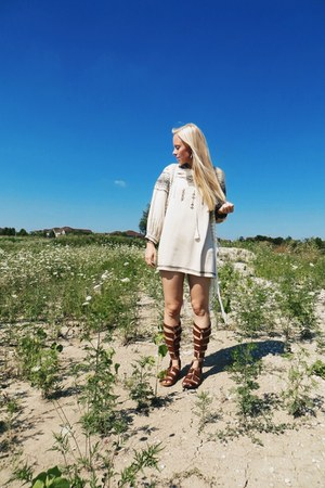 camel horn soko bracelet - tawny ami clubwear shoes