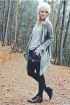 grey tee PERSUNMALL top - gold buckle Charlotte Russe boots