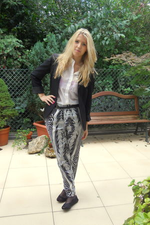 black vintage blazer - black H&M shoes - white H&M blouse - black H&M pants - pi