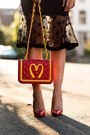 Red-fast-food-moschino-bag-gold-circle-necklace-red-pumps