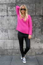 hot pink Zara sweater - black ray-ban sunglasses - black Zara pants