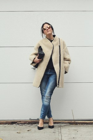 eggshell shearling H&M coat - sky blue Zara jeans - black leather vintage bag