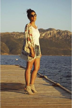 light blue denim H&M shorts - white Mango t-shirt