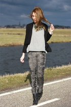tie dye H&M jeans - Newlook boots - H&M sweater - H&M blazer - Primark necklace