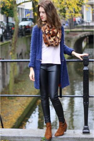 navy Twinkeltje cardigan - black leather skinny H&M pants
