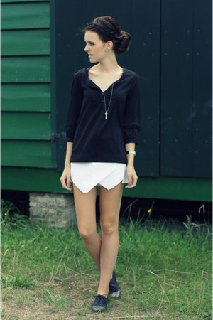 white asymmetrical Zara shorts - black silk H&M blouse - gray derbys Zara flats