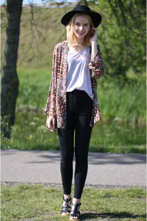 black highwaisted Topshop jeans - hot pink floral Stradivarius blazer