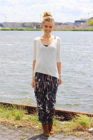 white knitted Zara sweater - tawny suede Zara boots - dark brown print H&M pants