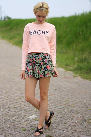 peach H&M sweater - black floral Mango shorts