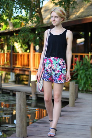 hot pink H&M shorts - black cropped croptop Monki top