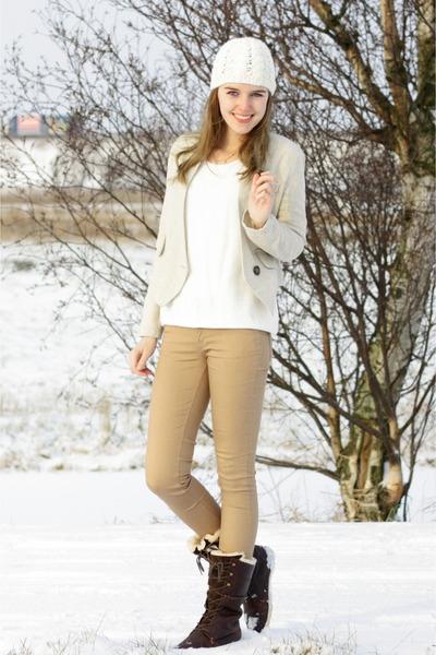 Secondhand blazer - Hub boots - Zara coat - Vila sweater - Primark pants