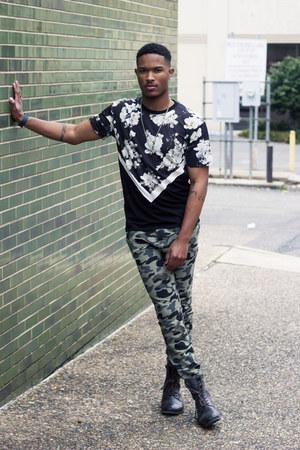 black floral print Zara shirt - dark green camo joggers H&M pants