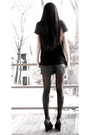 Black-forever-21-top-gray-forever-21-shorts-black-tights-green-nine-west-s