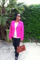 Cache jacket - Levi jeans - DKNY bag - Dolce and Gabbana sunglasses