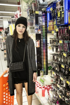 black Zara hat - black Forever 21 t-shirt - gray Stradivarius cardigan