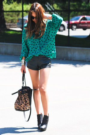beige Alexander Wang bag - black sam edelman boots - black Forever 21 shorts