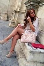 Bershka bag - Primark bag - Zara boots - Mango sweater - vintage skirt