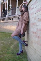 brick red v intAge sweater - crimson Nora bag - heather gray Ca lzedonia socks