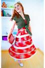 Red-boho-dress-deep-los-angeles-dress-dark-brown-clutch-bag