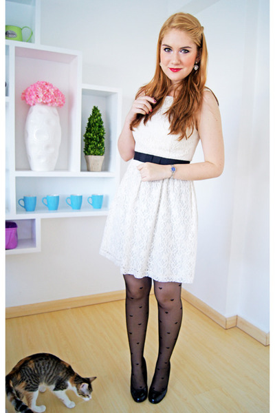 black heart tights asos tights - ivory lace dress Forever 21 dress